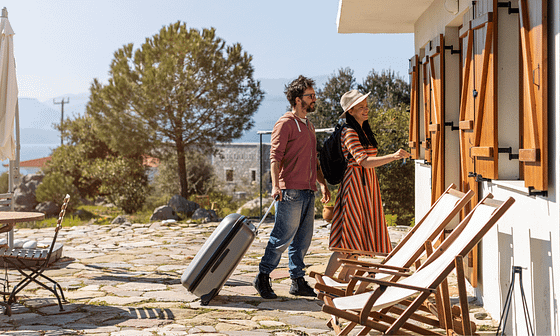 travellers arriving to an airbnb