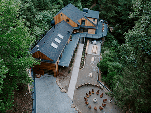 Outdoor image of the Cliffs short term rental property